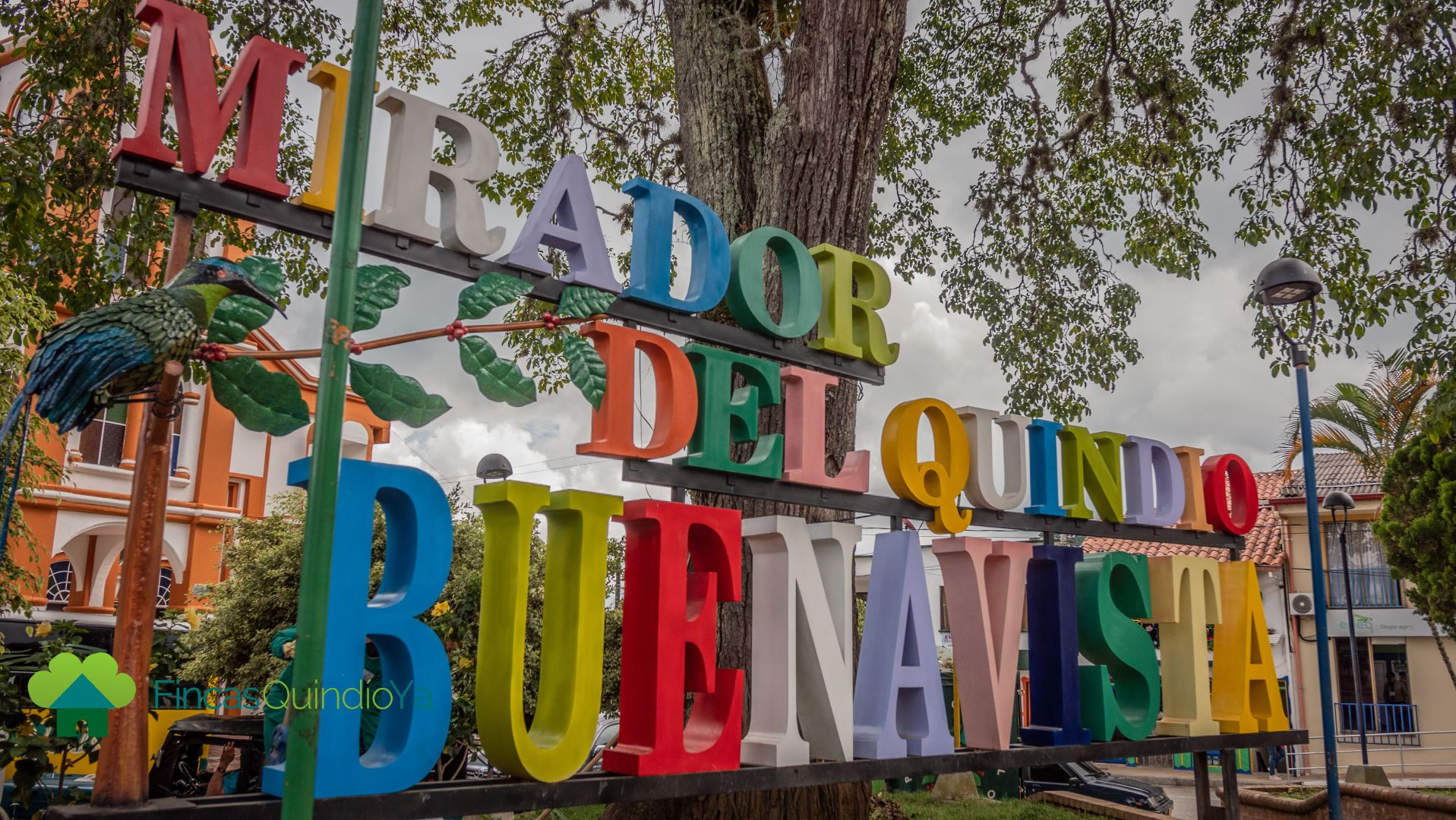 El nombre del pueblo en letras gigantes