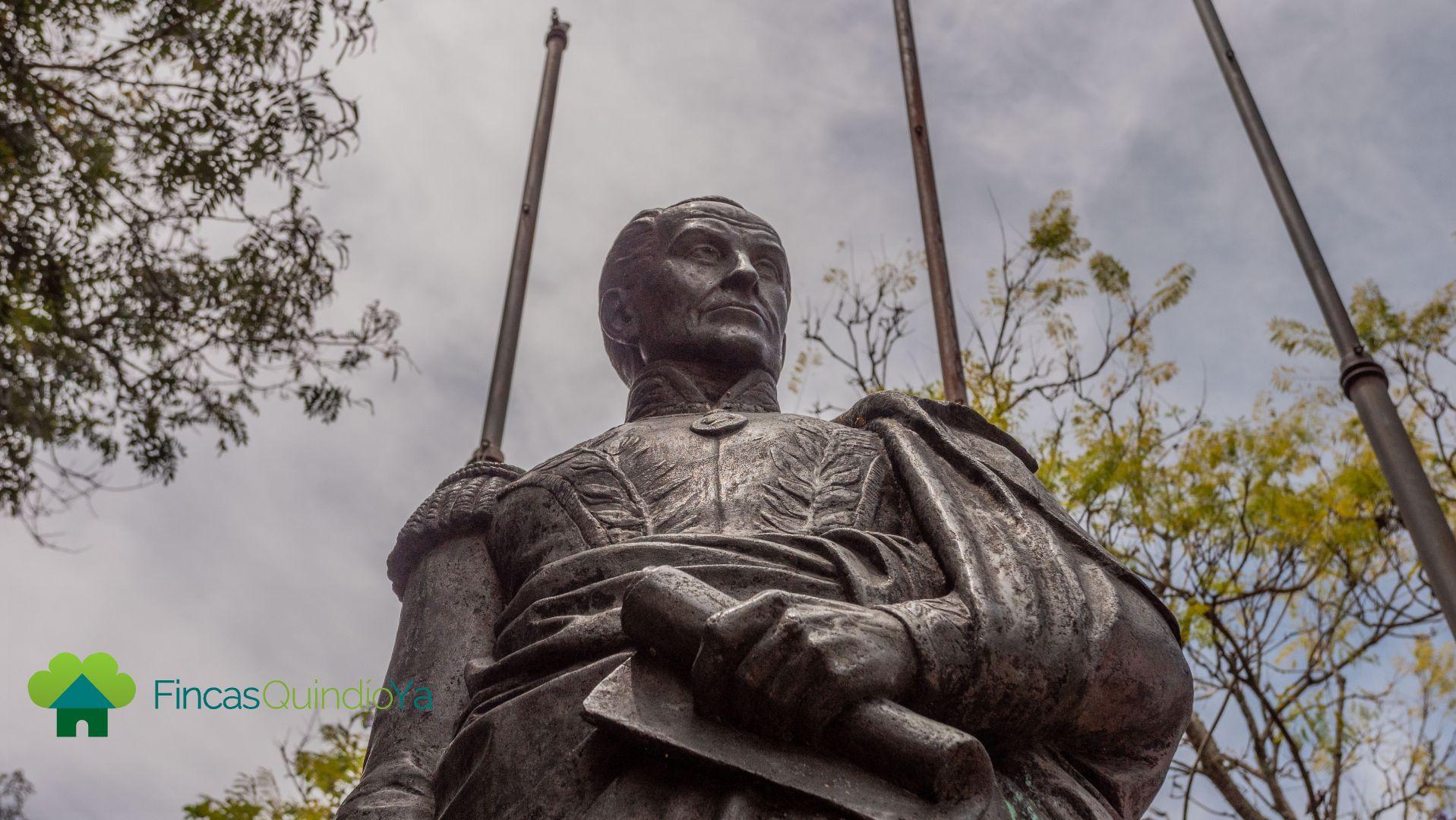Foto a la estatua de Simón Bolivar